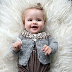 Gilipeysa is a sweet little yoke sweater for the wee ones. Knitted with the very soft and fine Icelandic lambswool Gilitrutt Tvíband Kids Knitting Patterns, Knitting For Kids, Baby Patterns, Knitting Projects, Hand Knitting, Brei Baby, Pull Bebe, Icelandic Sweaters, Long Sleeve Cotton Dress