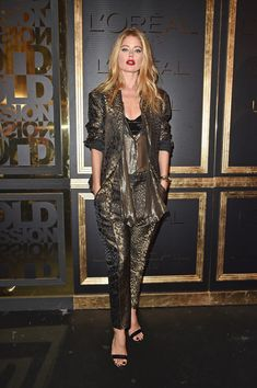 Doutzen Kroes Photos Photos - Doutzen Kroes attends the Gold Obsession Party - L'Oreal Paris : Photocall as part of the Paris Fashion Week Womenswear  Spring/Summer 2017  on October 2, 2016 in Paris, France. - Gold Obsession Party - L'Oreal Paris : Photocall - Paris Fashion Week Womenswear Spring/Summer 2017