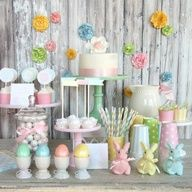 We're focusing on Easter table decorations and with so many different ideas to pick from we just know you'll find something that suits your style. More ideas in albums: Easter Decorations 1 Easter Decorations 2 Easter Decorations 3 Bunny Party, Easter Party, Easter Brunch, Easter Gift, Diy Ostern, Easter Printables, Party Printables, Free Printables, Festa Party