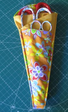 Vicki's Fabric Creations: Folded Fabric Scissor Holder-Rounded Top Version - neat tutorial