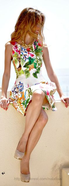 Steal The Fashion: Floral Print Dress Pretty Dresses, Beautiful Dresses, Beautiful Clothes, Estilo Floral, Moda Plus Size, Floral Fashion, Dress Fashion, Fashion Clothes, Style Fashion