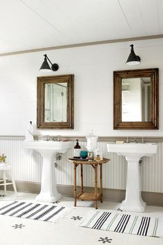 The Bath - Southern Living Vintage-style materials, such as beaded board, give the new upstairs bath an English Country look. Rustic Wall Decor, Rustic Walls, Rustic Mirrors, Country Decor, Modern Vintage Bathroom, Modern Farmhouse Lighting, Living Vintage, White Shiplap, White Beadboard