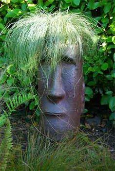 garden head with grass growing misschien ook leuk met randje houten koppen-paaltjes