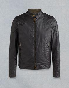 Essa é a jaqueta de couro predileta do David Beckham. É uma das peças fundamentais de um guarda roupas atemporal. Pode aparentar cara, a princípio, mas ela durará por uma vida. Se pagará com certeza.