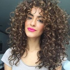 Our Monday curl crush : @curlybeauties @sarahangius