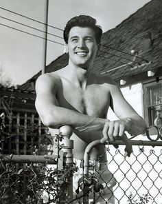 Roy Fitzgerald aka Rock Hudson - 45 Pics of Hollywood Hunks Laid Bare: