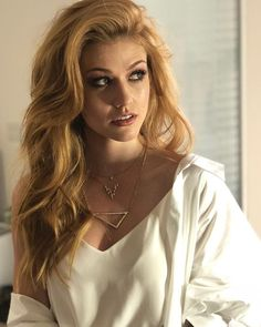 Find images and videos about beauty, shadowhunters and katherine mcnamara on We Heart It - the app to get lost in what you love. Katherine Mcnamara, Gorgeous Redhead, Shadow Hunters, Red Hair, Redheads, Photography Women, Hair Beauty, Beautiful Women, Long Hair Styles
