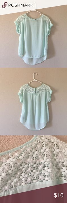 Forever 21 Blouse Light weight and fresh for everyday wear. No holes and no stains like new! Forever 21 Tops Blouses