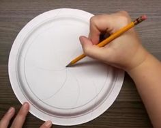 This woman uses one large paper plate for a brilliant Christmas idea