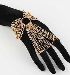 Si te gustan los brazaletes con anillos, estos 18 diseños serán tus favoritos Body Chain Jewelry, Hand Jewelry, Wire Jewelry, Jewelry Crafts, Handmade Jewelry, Jewellery, Jewelry Art, Chainmaille, Stylish Jewelry