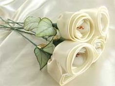 Other cute ideas for wedding favors, inside these roses there are white Jordan almonds so greek but yet elegant