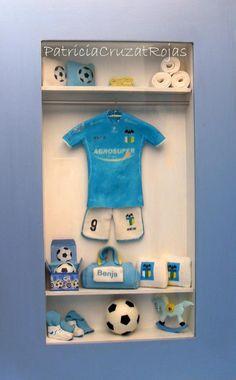 CUADRO ROPERO PERSONALIZADO para un niño de 2 años que ya ama el fútbol y a este equipo deportivo en especial!