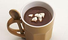Chocolate quente Ingredientes  . 1 xícara (chá) de leite . 1 xícara (chá) de chocolate meio amargo picado . 1/4 de xícara (chá) de cacau em pó . 6 marshmallows picados  Modo de preparo  1. Em uma panela, leve ao fogo médio o leite, o chocolate e o cacau, mexendo sempre.  2. Pare de mexer quando o chocolate derreter.  3. Retire e sirva com o marshmallow.