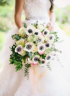 This week's roundup is asfresh as it gets!We've compiled TWENTY of our favorite wedding bouquets for you to swoon at and I can honestly say you'll be blown away.I'm currently obsessed with anemones and texture so you'll find that most of my picks reflectthat but I tried my best to be umm objective lol. Also, …