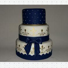 Bolo azul, dourado e branco 15 anos
