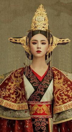 Headress and costume – Kopfbedeckung und Kostüm – Oriental Fashion, Asian Fashion, Chinese Fashion, Traditional Fashion, Traditional Outfits, Chinese Traditional Costume, Outfits Damen, Chinese Clothing, Chinese Dresses