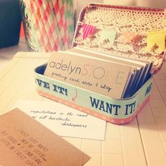 business card holder- just washi tape, lace, a little twine and and Altoids tin! Make in 5 mins flat. by tania Business Card Displays, Business Card Holders, Karten Display, Craft Fair Displays, Display Ideas, Booth Ideas, Vendor Displays, Market Displays, Craft Font