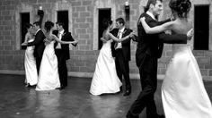 De plus en plus de jeunes mariés revisitent l'exercice de la première danse en exécutant des chorégraphies endiablées sur des chansons actuelles, bien loin des valses de Vienne.