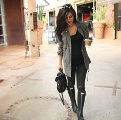gray cardigan or duster black tee or top black jeans or leggings black boots