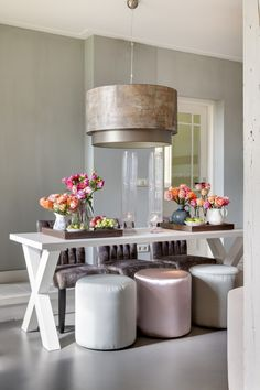 Add some color to your interior with colorful flowers, perfect for summer! So heres some interior inspiration flower power style. Dining Room Inspiration, Interior Inspiration, Dining Area, Kitchen Dining, Dining Table, Fine Dining, Dining Rooms, Dining Chairs, Sweet Home