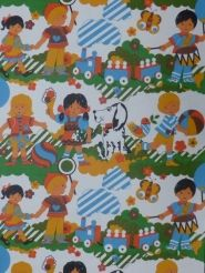 vintage kids wallpaper 'kids in the garden with dog' from www.funkywalls.be