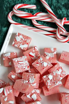 Candy Cane Fudge Recipe #holidays #fudge #peppermint #christmas