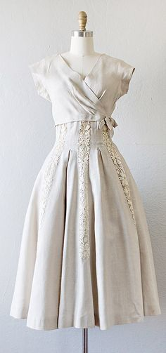 gorgeous vintage 1950s linen dress with lace appliques