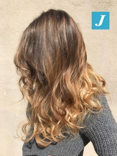 Il sole bacia il Degradé Joelle! ☀️ #cdj #degradejoelle #tagliopuntearia #degradé #igers #musthave #hair #hairstyle #haircolour #longhair #ootd #hairfashion #madeinitaly #wellastudionyc