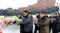 김일성동지와 김정일동지의 동상에 인민군장병들과 각계층 근로자들5