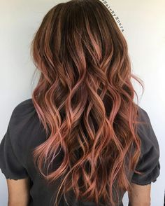 Brunette balayage with hints of rose gold Rose Gold Hair Brunette, Brown Blonde Hair, Bad Hair, Hair Day, Cabelo Rose Gold, Hair Inspiration, Hair Inspo, Grunge Hair, Great Hair