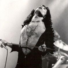Freddie Mercury, Queen London 1975.