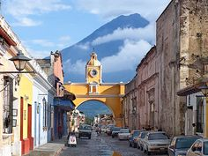 Guatemala is famous for its distinctive and rich culture. Take a look at these top 10 best places to visit in Guatemala, tourist attractions in Guatemala. Cheap Countries To Travel, Countries To Visit, Best Places To Travel, Cool Places To Visit, Patio Circulaire, Belize, Renaissance Espagnole, Honduras Travel, Les Continents