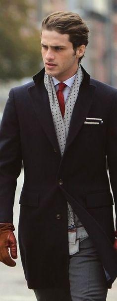 海外男子に学ぶ。メンズ向け。クールなショップコートコーデの着こなし。スタイル・ファッションの参考に♪