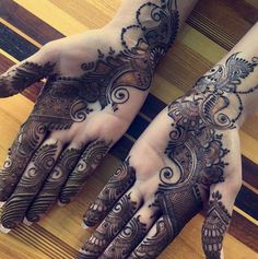 Mehndi henna designs are always searchable by Pakistani women and girls. Women, girls and also kids apply henna on their hands, feet and also on neck to look more gorgeous and traditional. Latest Bridal Mehndi Designs, Indian Mehndi Designs, Henna Art Designs, Stylish Mehndi Designs, Mehndi Designs For Girls, Wedding Mehndi Designs, Latest Mehndi Designs, Floral Henna Designs, Henna Mehndi
