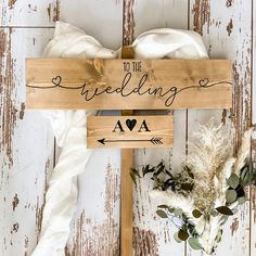 Welcome To Our Wedding, Wedding In The Woods, Wedding Day, Rustic Feel, Rustic Style, Wooden Wedding Signs, Country Barn Weddings, Arrow Signs, Guest Book Alternatives