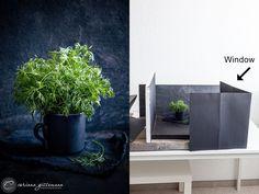 Food Photography Lighting, Dark Food Photography, Photography Lessons, Background For Photography, Still Life Photography, Photography Tutorials, Creative Photography, Tabletop Photography, Photography Lightbox