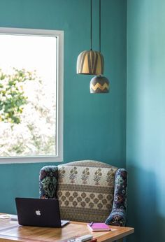 The Limón studio has styled corners that help customers understand how to recreate the look in their own homes. Accent Chairs, Couch, Studio Tours, Space, Furniture, Decorating Ideas, Homes, Home Decor, Upholstered Chairs