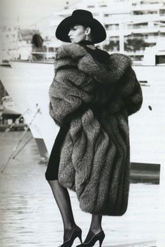 Fashion's Most Wanted: Fabulous in fur jerry hall Fur Fashion, Vogue Fashion, Fashion Models, Jerry Hall, David Bailey, Vintage Fur, Vintage Glamour, Vintage Clothing, Vintage Fashion