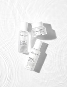 ZONSKIN Homepage Advertising Photograph / 존스킨 홈페이지 화보 촬영 (스킨케어 수중 촬영) Skincare Packaging, Beauty Packaging, Cosmetic Packaging, Flat Lay Photography, Commercial Photography, Beauty Photography, Makeup Package, Cosmetic Design, Skin Clinic