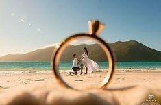 beach wedding Casamento do - weddingbeauty Pre Wedding Poses, Pre Wedding Shoot Ideas, Wedding Couple Poses, Pre Wedding Photoshoot, Wedding Ceremony, Outdoor Photoshoot Ideas, Wedding Inspiration, Beach Engagement Photos, Beach Wedding Photos