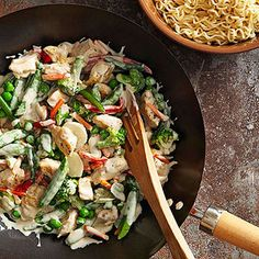 With its windfall of vegetables in a quick, creamy sauce, this easy chicken recipe deserves a top spot on your list of 30-minute meals./