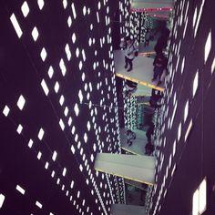 Istantanee dal fuorisalone. Foto di Cristiana Raffa  lavori in vetro di Nendo al Superstudio in via Tortona