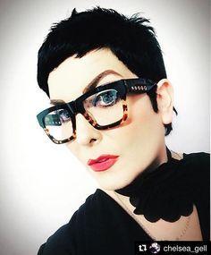 Glasses Frames Trendy, Cute Glasses, Eyeglasses For Women, Sunglasses Women, Vintage Sunglasses, Best Eyeglass Frames, Eyewear Trends, Oversized Glasses, Fashion Eye Glasses