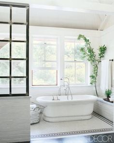 30 Black And White Bathrooms To Inspire Your Next Design Project - ELLEDecor.com