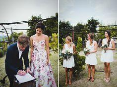 Nos encanta, la novia con vestido de flores y las damas de honor de blanco…