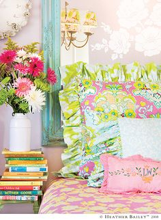 super pretty and colorful bedroom