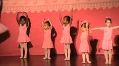 Mirella em sua primeira apresentação de dança