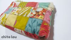 Cómo combinar las telas (y que quede bien) - Chita Lou - Costura Creativa Comforters, Patches, Throw Pillows, Quilts, Blanket, Jeans, Fabric Combinations, Sewing Stitches, Sewing Techniques
