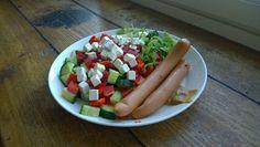 Yönakkisalaatti. Sillä välin, kun vihannekset pilkotaan lautaselle voi lämmittää Yönakit uunissa. Nopeaa, hyvää ja terveellistä. Cobb Salad