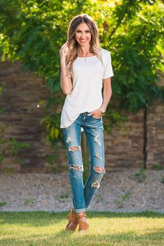 """FABRIC AND CARE 96% Rayon 2%Spandex Fit + Size Main Pic Model is 5'7"""" Size 2/4 Wearing A Small Full Length: 27"""" Chest: 44"""" *Boyfriend Style Paired WIth Rivera Skinny Jeans"""